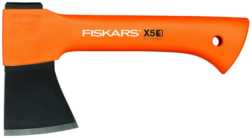 fiskars x5 axt im test und h ufigster fehler beim axtkauf. Black Bedroom Furniture Sets. Home Design Ideas
